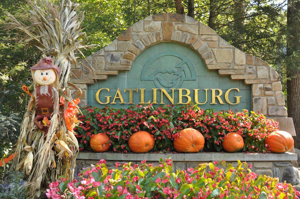 gatlinburg sign in the fall